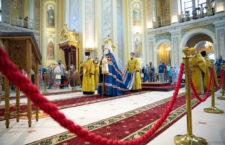 В праздник святых славных и всехвальных первоверховных апостолов Петра и Павла митрополит Меркурий совершил Божественную литургию в Ростовского кафедральном соборе
