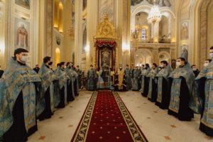 Митрополит Меркурий совершил молебен с чтением акафиста перед Донской иконой Божией Матери в Ростовском кафедральном соборе