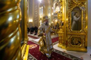 Глава Донской митрополии совершил Божественную литургию в Ростовском кафедральном соборе