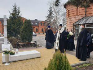 Накануне годовщины со дня преставления ко Господу протоиерея Сергия Бабенцева митрополит Меркурий совершил литию на могиле почившего