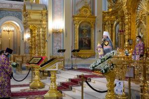 В Неделю 4-ю Великого поста Глава Донской митрополии совершил Божественную литургию в Ростовском кафедральном соборе