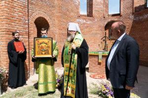 Глава Донской митрополии совершил молебен в строящемся храме в честь равноапостольной Нины, просветительницы Грузии