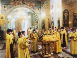 Епископ Таганрогский Артемий совершил всенощное бдение в Кафедральном соборе Рождества Христова г. Волгодонска