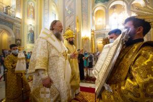 В канун праздника первоверховных апостолов Петра и Павла Глава Донской митрополии совершил всенощное бдение в Ростовском кафедральном соборе