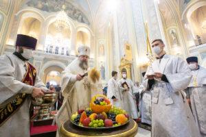 В праздник Преображения Господня митрополит Меркурий совершил Божественную литургию в Ростовском кафедральном соборе